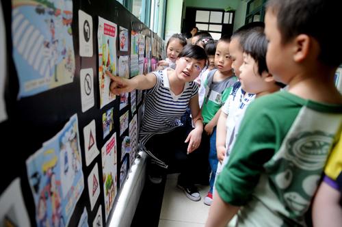 安全 意识/昨天,秀洲实验幼儿园举办了交通安全知识图片展,通过这些图片...