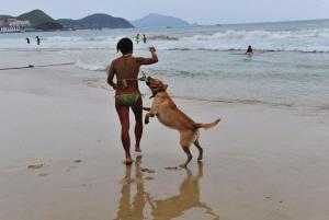 女人 三亚/三亚、女人与狗 拍摄者:红尘漫步